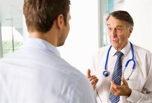 Người có biểu hiện của bệnh nấm dương vật cần đến gặp bác sĩ để được thăm khám và hỗ trợ điều trị sớm nhất