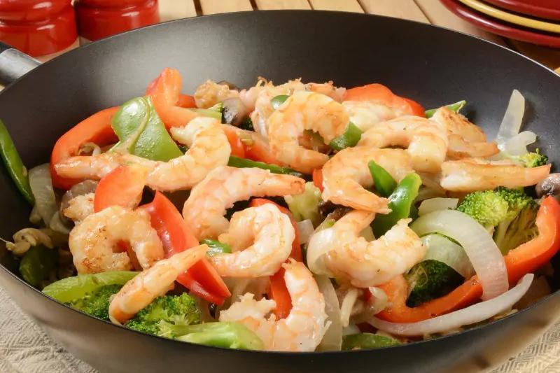 Tôm xào hành tây là món ăn lý tưởng, cải thiện tình trạng yếu sinh lý